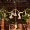 竈神社・本殿の松飾り