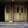 古いビルの入り口