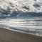 雨あがりの砂浜