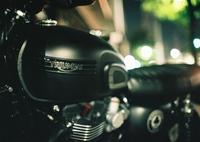 夜のバイク屋さん