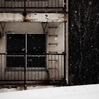 廃墟に雪降る