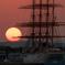 海王丸と夕陽