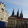 チェコ(379)プラハ城の入り口へ歩く