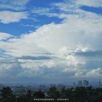 夏雲映える街