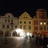 チェコ(480)夜のチェスキー・クルムロフ広場