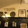 ウイーンで(485)一番古いレストランに入るが、有名人のサインが判らない?