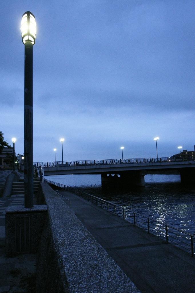 汐鶴橋の夕暮れ