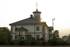 朝日の当たる旧開智学校