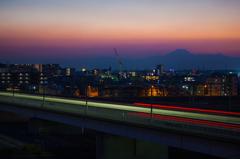 夕景富士と東横線光跡