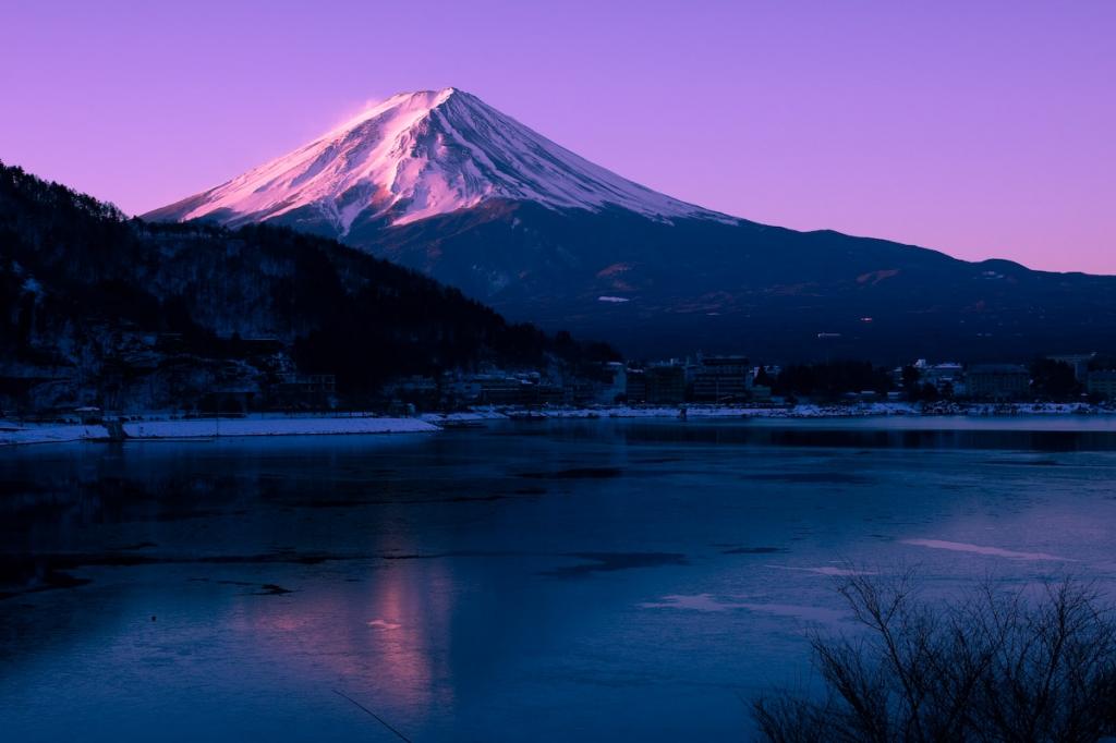 富士の夜明け