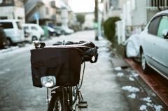 寒い朝の実用自転車での通勤