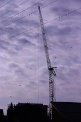 高圧線とクレーンとパラシュート2