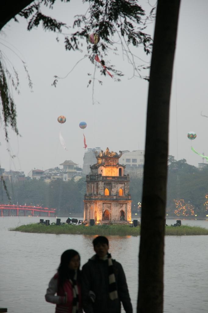 ホアンキエム湖 (Hồ Hoàn Kiếm)