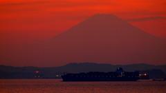東京湾に浮かぶ富士
