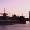風車と建物