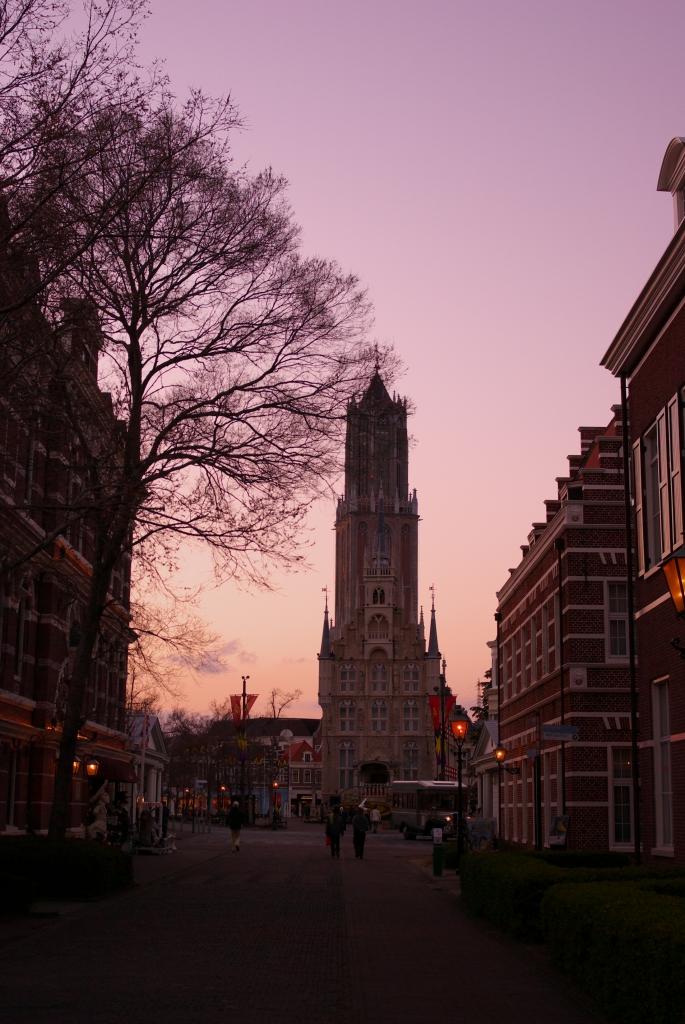 夕暮れの光の塔