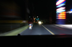 9845 夜の運転席