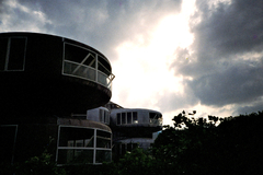 UFO屋敷逆光 -LOMO LC-A-