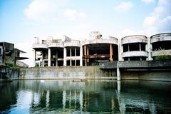 UFO屋敷敷地内の廃墟 -LOMO LC-A-