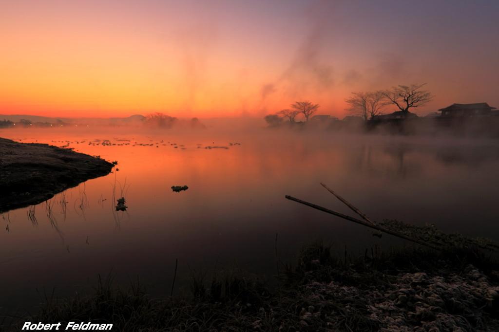 寒い朝の夜明け
