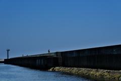 突堤の釣り人1