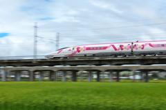 ハローキティ新幹線の流し撮り