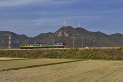 岡山熊山(くまやま)を行く特急スーパーいなば