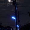 月夜の防犯街灯