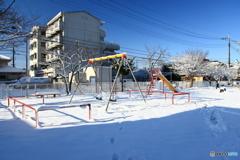 雪の児童公園