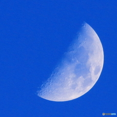 月齢8.22 上弦 九夜月