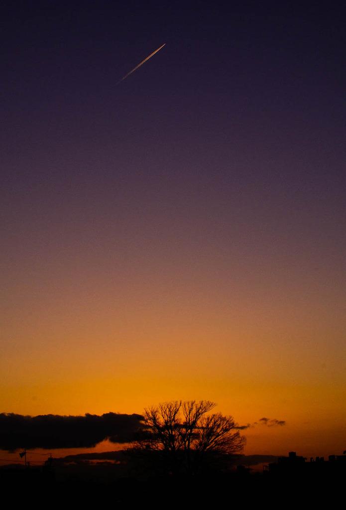 夕暮れの流れ星