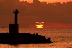 床波漁港のダルマ朝日