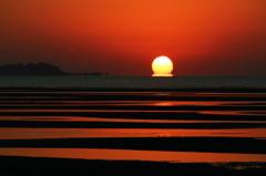 岐波海岸の干潟だるま朝日