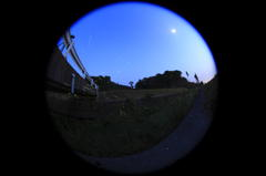 月とホタル