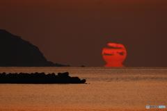 美濃ヶ浜でダルマ朝日