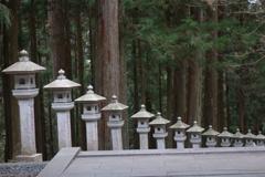 三峰神社 随身門から