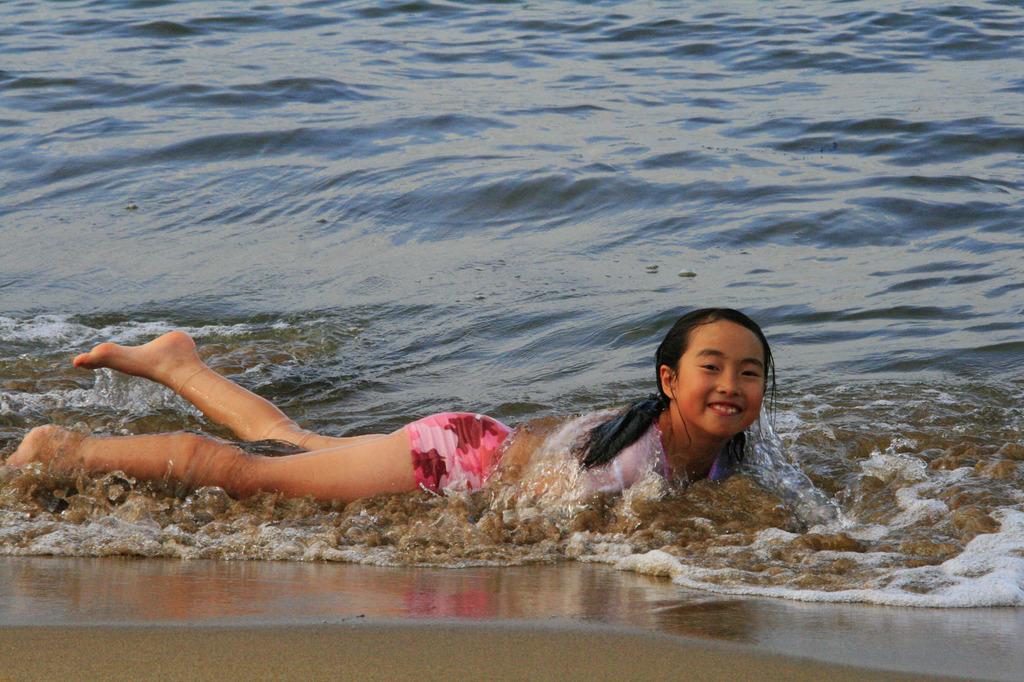海辺の戯れ