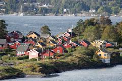 島に建つ家々