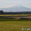 鳥海山と 軽トラ1台