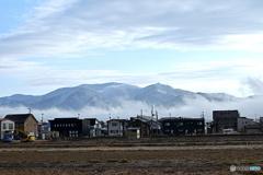 今朝の杢蔵山と 街の霧