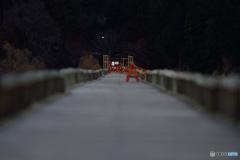この橋の先は