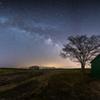 小屋のある夜景