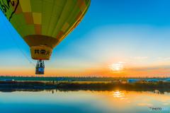 熱気球が飛ぶ朝に