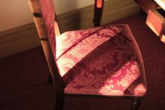 椅子に差し込む光