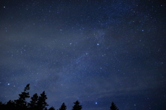 見上げてごらん夜の星を