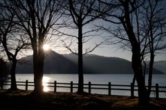 寒暮の湖畔