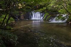滝とその流れ