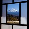 秋、窓越しの富士