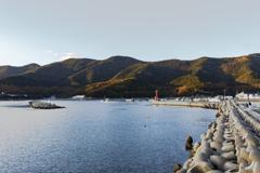 山間の海の町