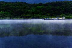 早朝、本栖湖